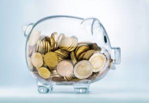 Durchsichtiges Sparschwein mit Euromünzen